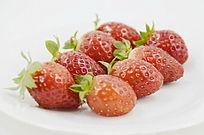 近拍8个摆放整齐草莓图片