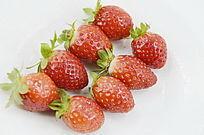 近拍8个草莓持写图片