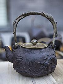 龙图案金属壶