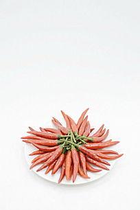 棚拍一盘小红辣椒图片