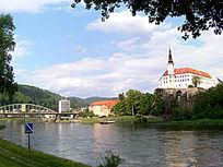 易北河及古老的城堡