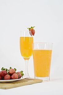 白色背景 草莓果汁图片