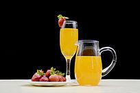 草莓二杯果汁图片
