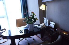 豪华酒店客房书桌电话摆设