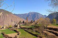 四川丹巴神山庇佑下的美好家园