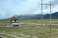 西藏蓝天白云的大草原