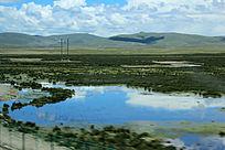 西藏蓝天白云大草原碧蓝湖面