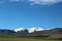 西藏蓝天白云大草原冰山冰川