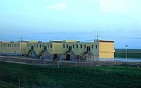 西藏蓝天白云大草原精致建筑