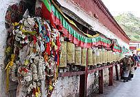 西藏拉萨布达拉宫转经桶