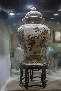 花卉盆景图案瓷瓶
