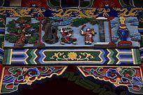 中式建筑房梁木刻人物图片