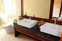 中式现代混搭的梳洗台