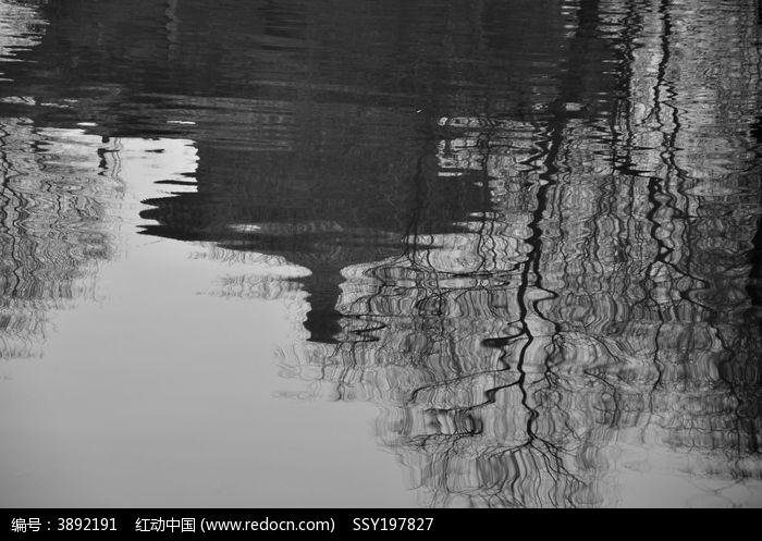 水中中式建筑物倒影
