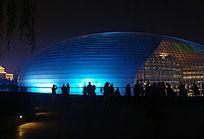 夜色中的大剧院建筑