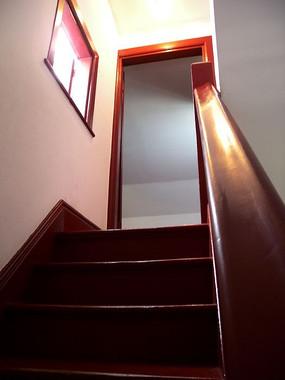 中国共产党驻沪办事处纪念地室内楼梯