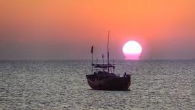 海上太阳升起