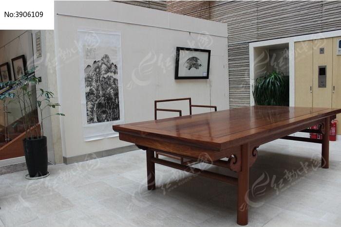 实木书画桌与空间的布置图片