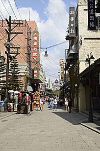 海南观澜湖冯小刚电影城里的街景
