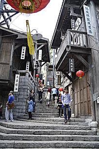 海南观澜湖冯小刚电影公社里的街景图