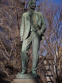 东京大学著名历史人物雕像