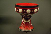 红色彩陶罐