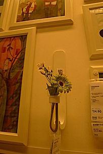 墙上装饰插花