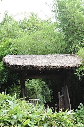 西溪湿地的茅屋门近景