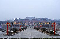 节日盛装的影视广场