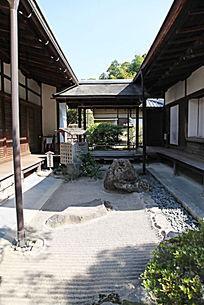 日式枯山水小庭院