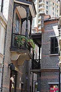 石库门的挂壁式阳台