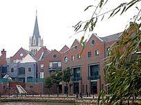泰晤士小镇河边的红房子