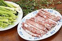 一盘牛肉卷图片