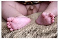 一双小脚丫
