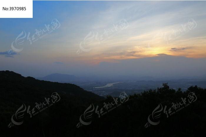 原创摄影图 自然风景 天空云彩 傍晚彩色天空  请您分享: 红动网提供