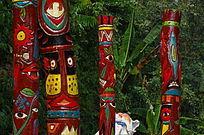 少数民族的图腾木柱