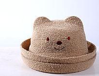 一顶米黄色儿童礼帽