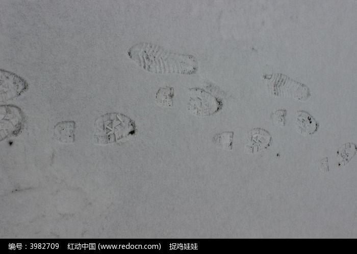 雪地上的脚印图片