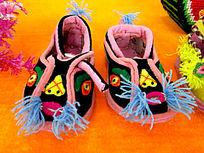 传统工艺绣花鞋