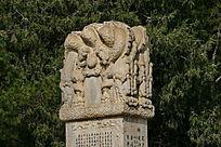 汉白玉石柱头顶盘龙石碑