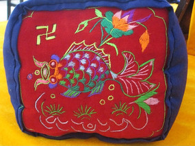 金鱼图案刺绣枕头面