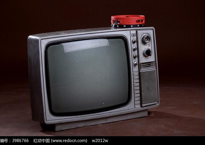 老式电视机一台