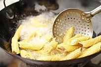 油锅里的小食