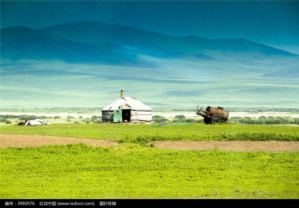 呼伦贝尔草原的蒙古包图片