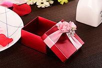 红色纸质礼盒