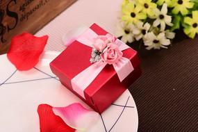 红色纸质礼品盒