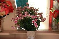 花瓶粉色花朵
