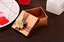 金色纸质礼盒
