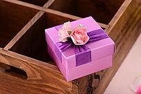 紫色纸质礼盒
