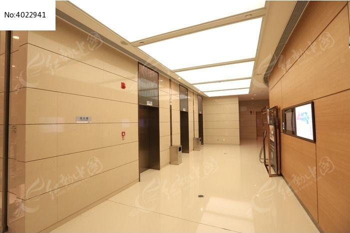 商场电梯间图片